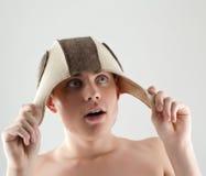 Hombre que hace la cara divertida Foto de archivo libre de regalías