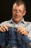 Hombre que hace punto Imagen de archivo libre de regalías