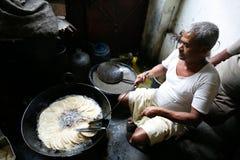Hombre que hace puri Foto de archivo