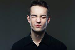 Hombre que hace una cara weired Fotos de archivo