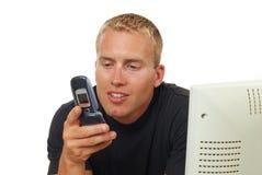 Hombre que hace una llamada Fotos de archivo