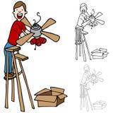 Hombre que instala un ventilador de techo Fotografía de archivo libre de regalías