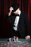 Hombre que juega en el casino imágenes de archivo libres de regalías