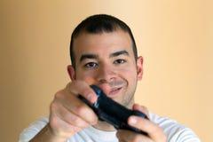 Hombre que juega a los juegos video Fotos de archivo libres de regalías