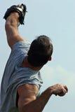 Hombre que lanza un móvil Fotografía de archivo libre de regalías