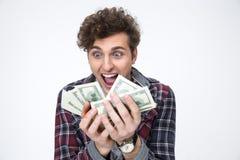 Hombre que lleva a cabo cuentas de dólares Fotos de archivo libres de regalías