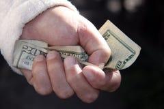Hombre que lleva a cabo el billete de dólar veinte Fotos de archivo