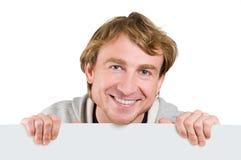 Hombre que lleva a cabo la muestra en blanco Imágenes de archivo libres de regalías