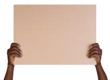 Hombre que lleva a cabo a una tarjeta en blanco Fotos de archivo libres de regalías