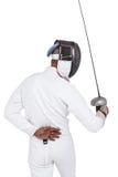 Hombre que lleva cercando el traje que practica con la espada Foto de archivo libre de regalías