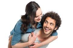 Hombre que lleva a cuestas a su novia imagen de archivo libre de regalías
