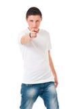 Hombre que lleva la camiseta en blanco Imagen de archivo libre de regalías