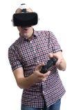 Hombre que lleva las auriculares de la realidad virtual Imagenes de archivo
