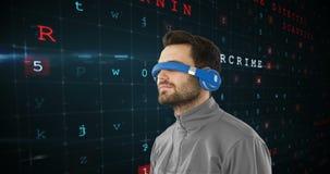 Hombre que lleva las gafas virtuales 4k almacen de video