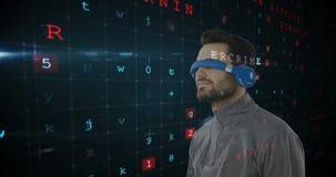 Hombre que lleva las gafas virtuales 4k metrajes