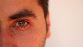 Hombre que llora cerca para arriba metrajes