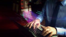 Hombre que mecanografía en el teclado con el holograma cibernético de la nube del cerebro metrajes