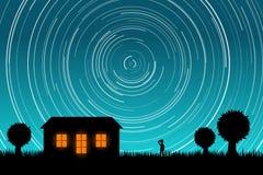 Hombre que mira fijamente los rastros de la estrella en el cielo nocturno Vector Eps10 Foto de archivo
