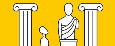 Hombre que mira la estatua en el museo Imagen de archivo libre de regalías