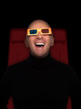 Hombre que mira las películas 3D Imagen de archivo libre de regalías