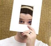 Hombre que mira a través de marco Fotos de archivo