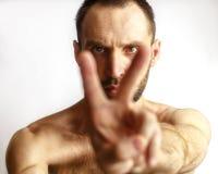 Hombre que muestra dos fingeres Foto de archivo libre de regalías