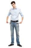 Hombre que muestra los bolsillos vacíos Imagen de archivo libre de regalías