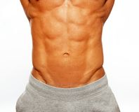 Hombre que muestra sus abdominals Imagenes de archivo