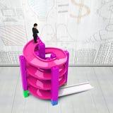 Hombre que piensa encima de pista espiral inacabada Imagen de archivo libre de regalías