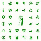 hombre que planta un icono del verde del árbol sistema universal de los iconos de Greenpeace para el web y el móvil libre illustration