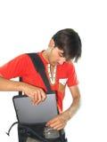 Hombre que pone el cuaderno en bolso Imágenes de archivo libres de regalías