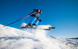 Hombre que practica el esquí extremo Fotos de archivo libres de regalías