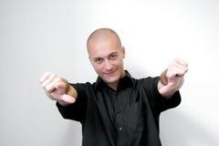 Hombre que precisa los dedos Imágenes de archivo libres de regalías