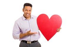 Hombre que presenta forma del corazón Fotografía de archivo libre de regalías