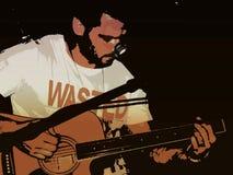 Hombre que rasguea la guitarra imagen de archivo