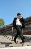 Hombre que recorre abajo de las escaleras Imagen de archivo libre de regalías