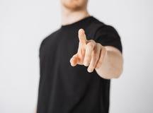 Hombre que señala su finger en usted Foto de archivo libre de regalías