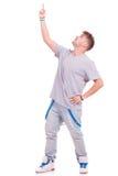 Hombre que señala y que mira hacia arriba Foto de archivo