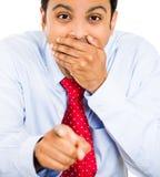 Hombre que señala y que ríe Imagen de archivo