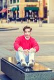 Hombre que se relaja en la calle en Nueva York Fotografía de archivo