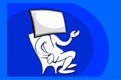 Hombre que se sienta con la cara y la televisión del ordenador Imagenes de archivo