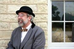 Hombre que se sienta en banco Imágenes de archivo libres de regalías