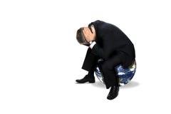 Hombre que se sienta en un globo Fotografía de archivo