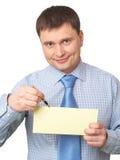 Hombre que señala en la tarjeta en blanco Foto de archivo libre de regalías