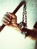 Hombre que sostiene el mayal doble Foto de archivo