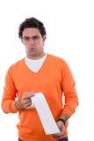 Hombre que sostiene el papel higiénico con el dolor de estómago Imágenes de archivo libres de regalías