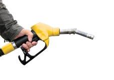 Hombre que sostiene el surtidor de gasolina Fotografía de archivo