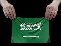 Hombre que sostiene la bandera de la Arabia Saudita Imágenes de archivo libres de regalías
