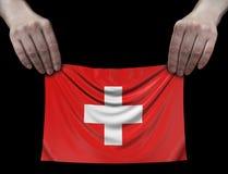 Hombre que sostiene la bandera suiza Imagenes de archivo