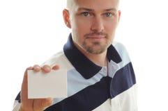 Hombre que sostiene la tarjeta blanca Fotos de archivo libres de regalías